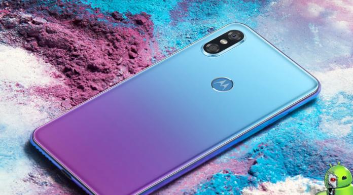 Motorola P30 disponível na cor gradiente Aurora