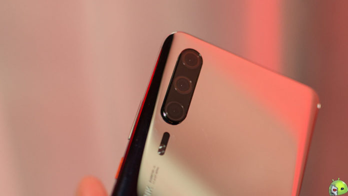 Novo Teaser do Huawei P30 Surge no YouTube capa