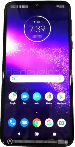 Telefone misterioso é o Motorola One Macro